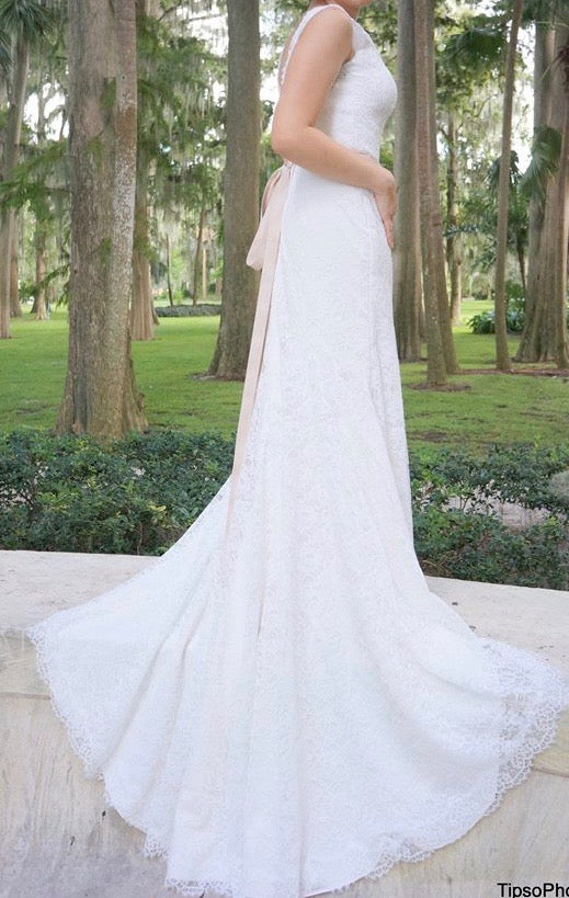 Mikaella '1802' size 12 used wedding dress side view on bride