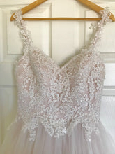 Load image into Gallery viewer, Moonlight 'Tango T750' size 6 new wedding dress front view close up