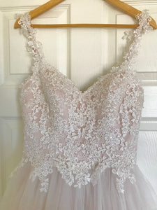 Moonlight 'Tango T750' size 6 new wedding dress front view close up