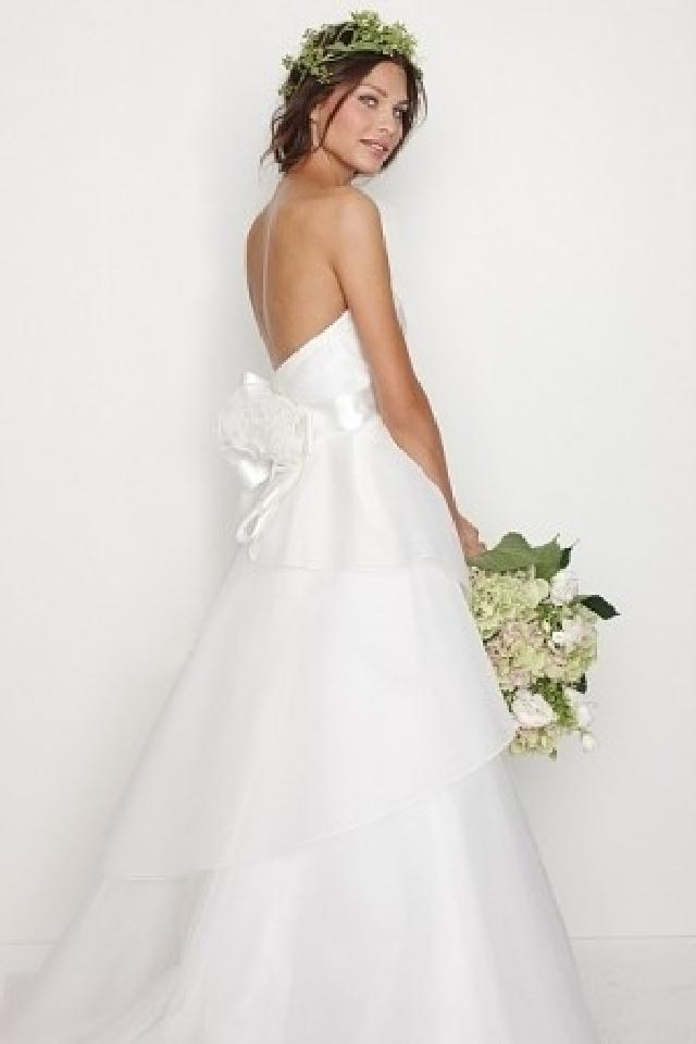Watters 'Swann' size 6 used wedding dress back view on model