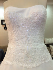 Custom 'New York by Isaac Mizarahi' size 4 used wedding dress front view close up on mannequin
