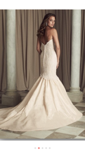 Load image into Gallery viewer, Paloma Blanca '4450' size 4 new wedding dress back view on model