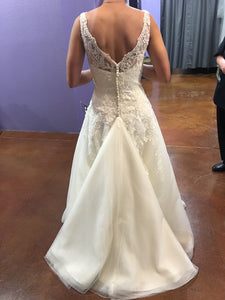Justin Alexander ' 8630' size 4 used wedding dress back view on bride
