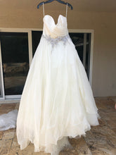 Load image into Gallery viewer, Lazaro '3561' wedding dress size-20 NEW