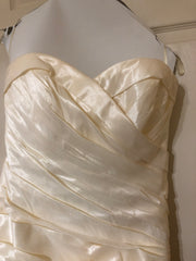 Mori Lee 'Beautiful Strapless' size 12 used wedding dress front view close up