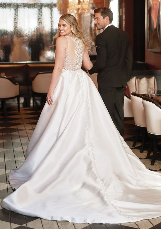 Justin Alexander 'Annette' size 6 new wedding dress back view on bride