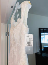 Load image into Gallery viewer, Oleg Cassini 'CWG533' wedding dress size-02 NEW