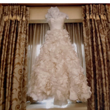 Load image into Gallery viewer, Monique Lhuillier 'Sunday Rose ' wedding dress size-02 PREOWNED