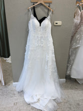 Load image into Gallery viewer, Essence of Australia 'D2453' size 20 new wedding dress front view on hanger