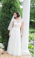 Rebecca Schoneveld 'Julie' size 8 used wedding dress front view on bride
