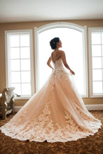 Load image into Gallery viewer, Allure '2701' wedding dress size-06 PREOWNED