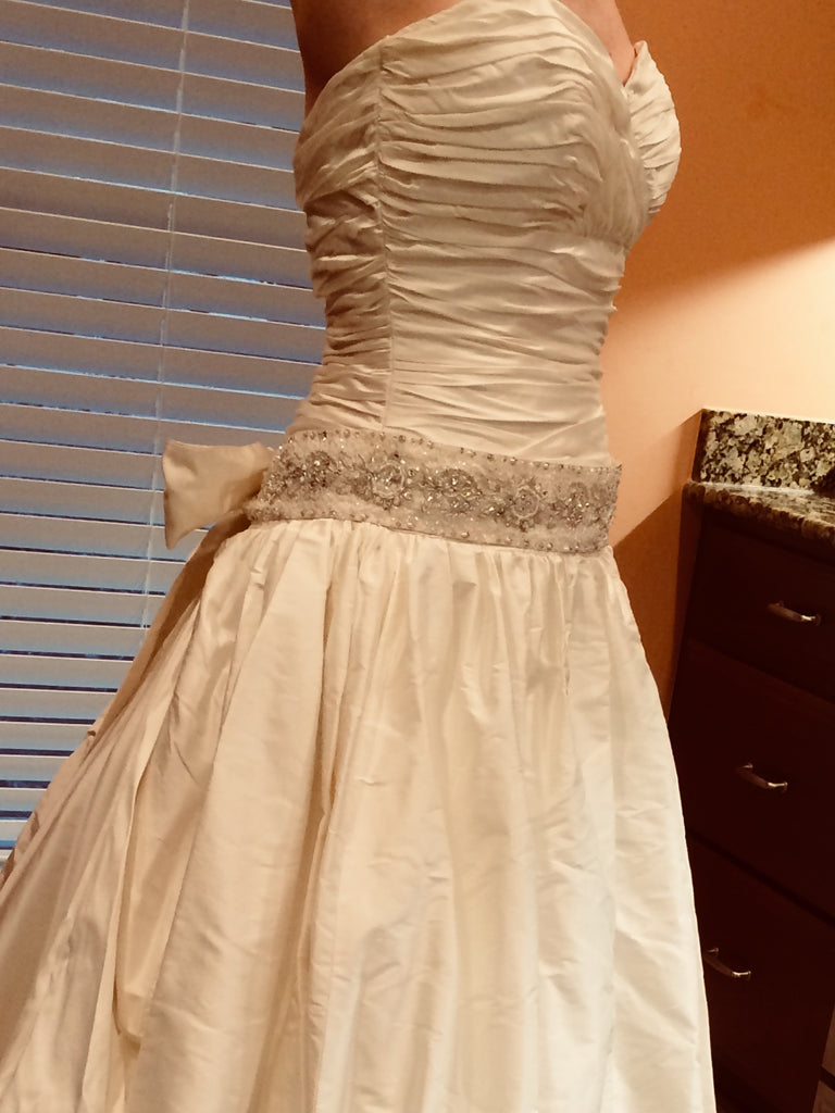 Paloma Blanca ' CA05313' size 6 used wedding dress front vie on bride