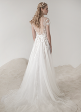 Load image into Gallery viewer, Lee Petra Grebenau 'Alice' size 4  sample wedding dress back view on model