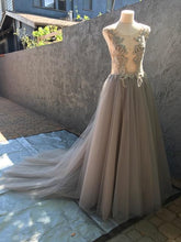 Load image into Gallery viewer, Creature of Habit 'Custom Tulle' size 6 new wedding dress front view on mannequin