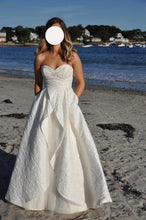 Load image into Gallery viewer, Hayley Paige 'Venice' wedding dress size-04 PREOWNED