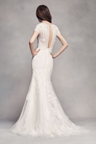 Vera Wang White 'Short Sleeve Lace' size 4 used wedding dress  back view on model