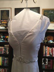 Paloma Blanca 'Paloma Satin' size 6 used wedding dress front view close up
