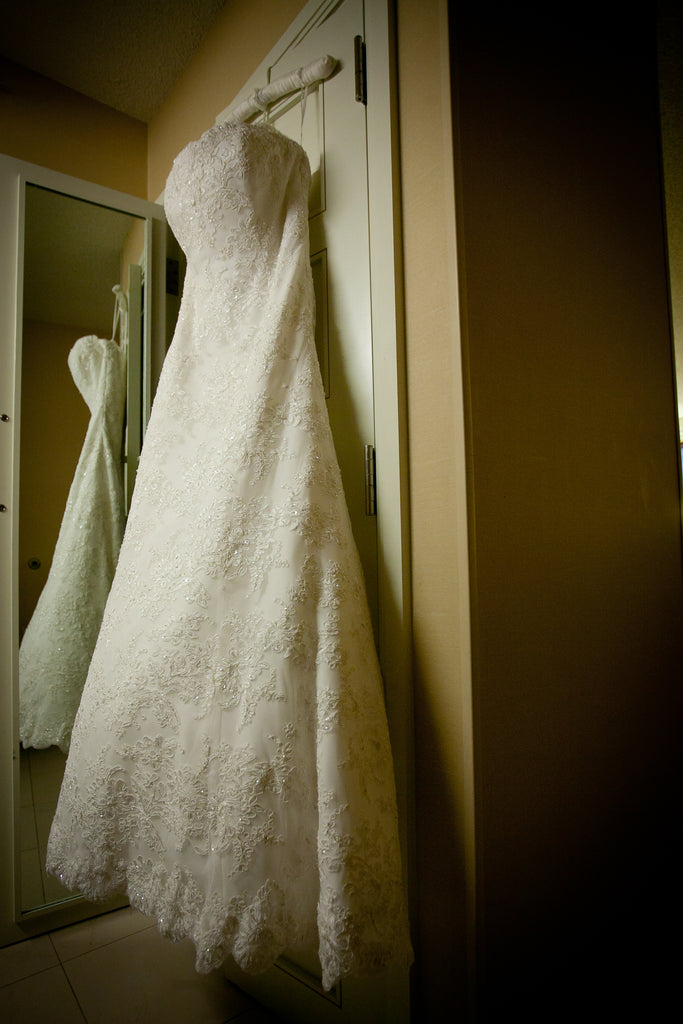Monique Lhuillier 'Bliss' size 16 used wedding dress side view on hanger
