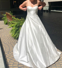 Romona Keveza 'L6132' size 10 new wedding dress front view on bride