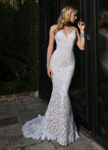 Load image into Gallery viewer, Beautiful, form-flattering, sparkling wedding dress!