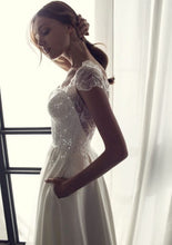 Load image into Gallery viewer, Riki Dalal 'Camil' size 4 used wedding dress side view on model
