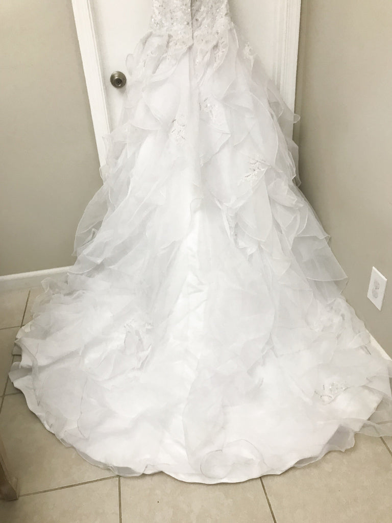 Alfred Angelo 'Sapphire' size 4 sample wedding dress back view of dress