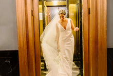 Load image into Gallery viewer, Oscar de la Renta 'Landon' size 8 used wedding dress front view on bride