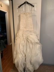 Vera Wang White 'Organza Ivory' size 4 used wedding dress back view on hanger