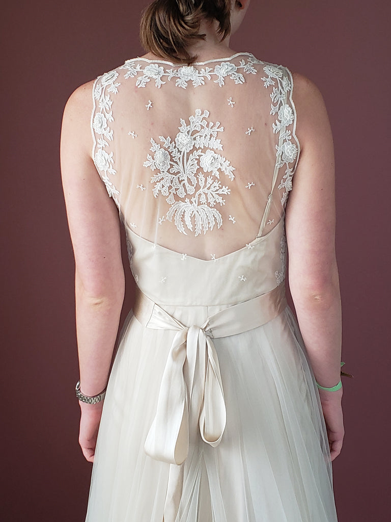 BHLDN 'Onyx' size 4 new wedding dress back view close up on bride