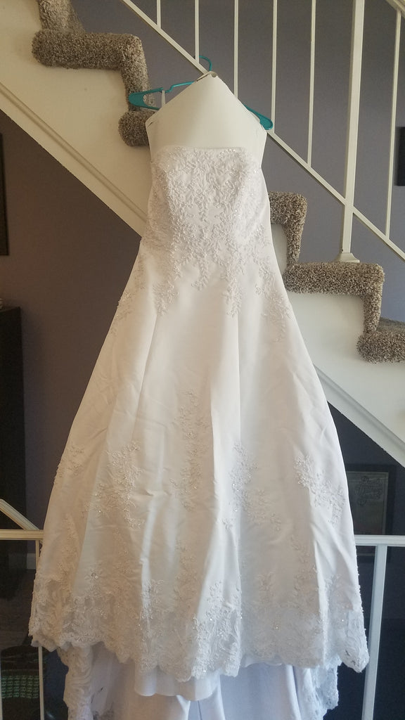 David's Bridal 'Michelangelo V8377' size 14 used wedding dress side view on hanger