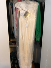 Load image into Gallery viewer, Vera Wang White 'Cap Illusion Lace' size 4 new wedding dress back view in bag