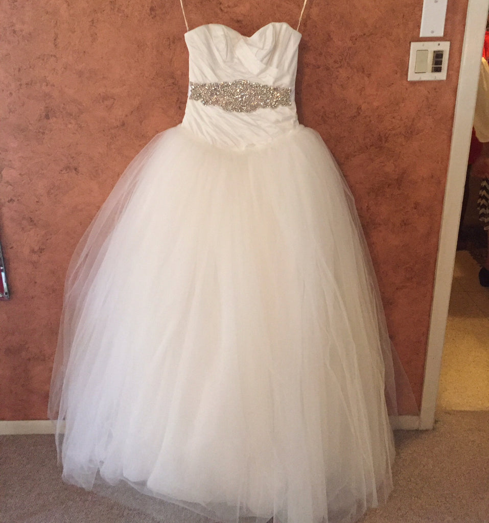 Vera Wang White 'Ivory Tulle' size 2 used wedding dress front view on hanger