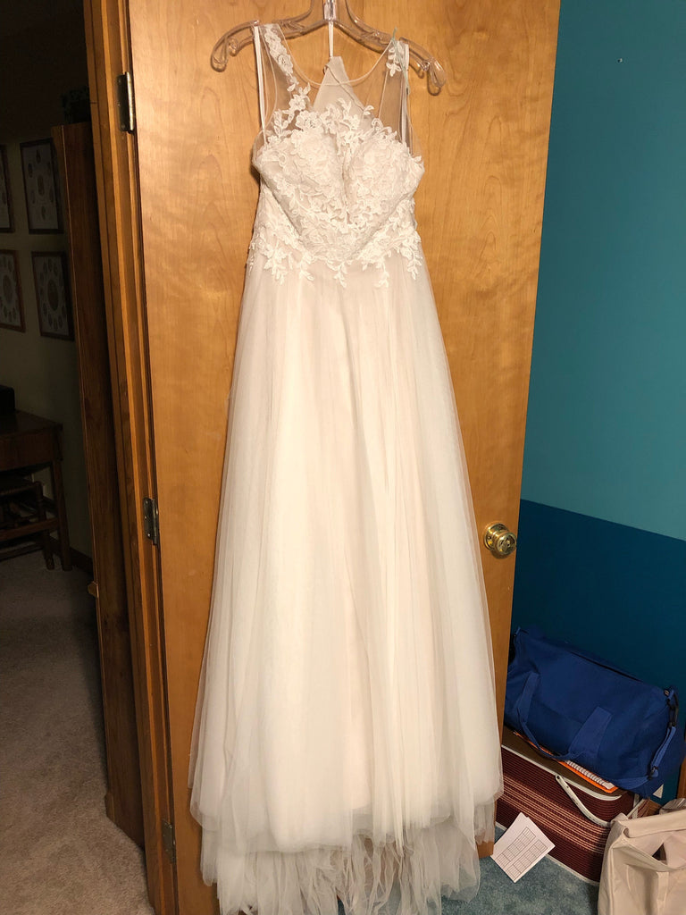 Watters 'Willowby' size 2 new wedding dress front view on hanger