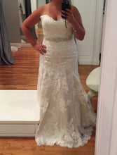 Load image into Gallery viewer, Essense of Australia 'D1617' size 16 new wedding dress front view on bride
