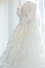 Hayley Paige 'Lulu' size 6 used wedding dress side view on hanger