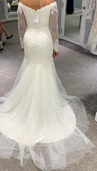 David's Bridal 'Traditional Mermaid' size 6 new wedding dress back view on bride