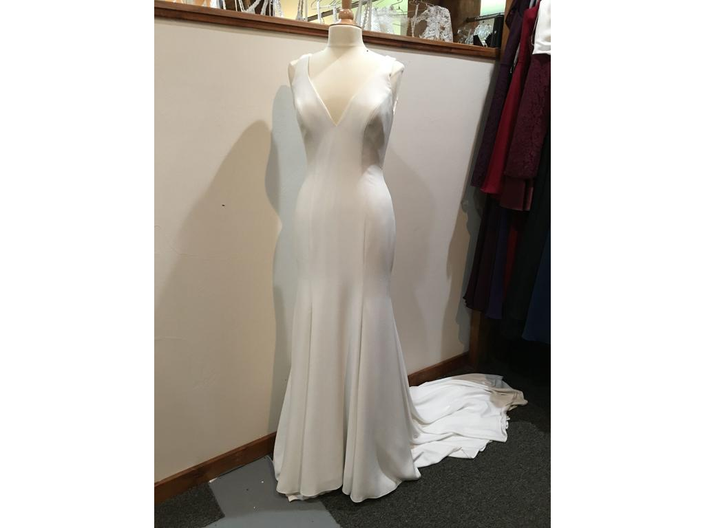 Allure Bridals '3101' size 10 new wedding dress front view on mannequin