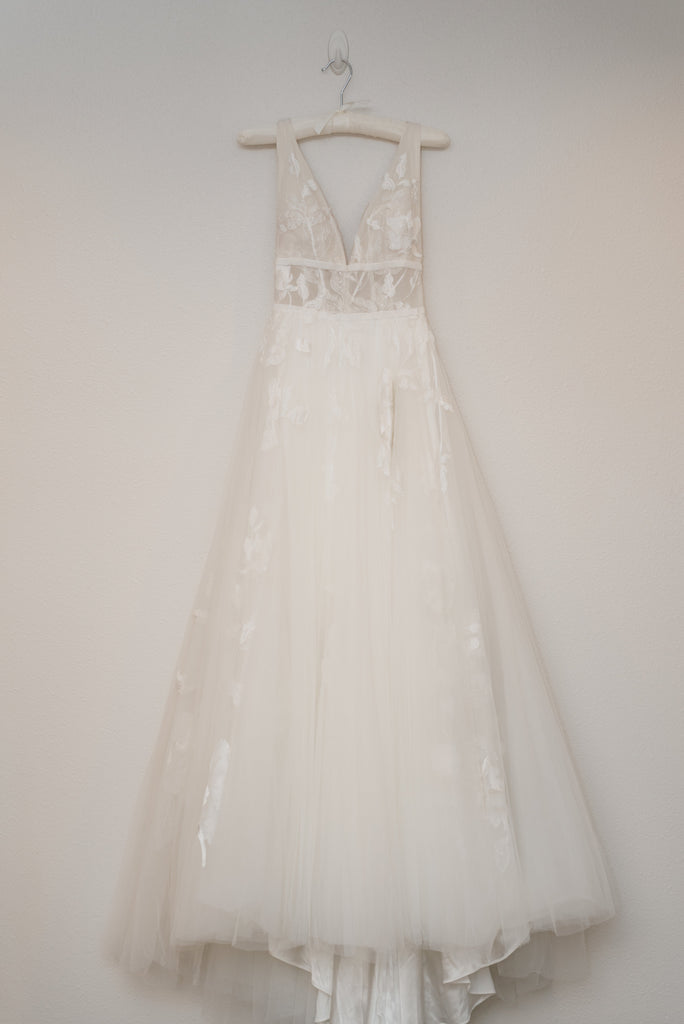 4032d4c4b58 Willowby Galatea size 0 used wedding dress front view on hanger