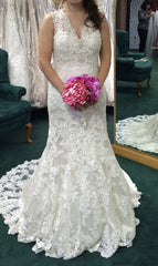 Allure '9104' size 6 new wedding dress front view on bride
