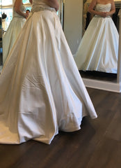 Pronovias 'Bluma' size 10 sample wedding dress side view on bride