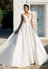 Justin Alexander 'Annette' size 6 new wedding dress front view on model