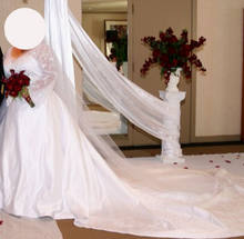 Load image into Gallery viewer,  'Lovely' wedding dress size-24 PREOWNED