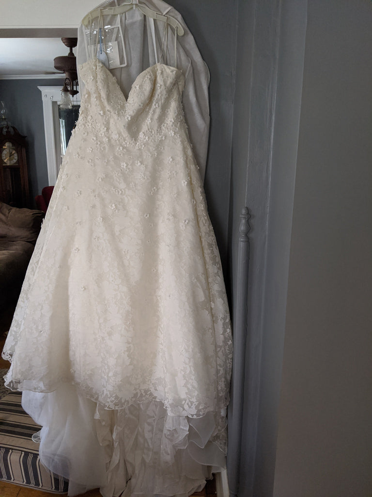 "Anne Barge 'Amberley ""Blue Willow Collection""' wedding dress size-20 PREOWNED"