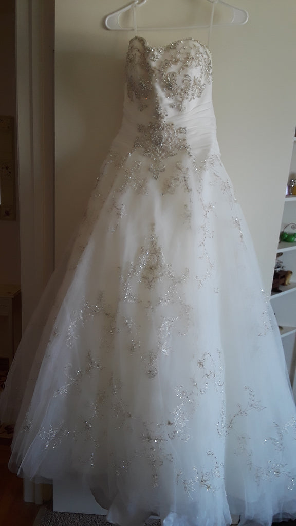 Casablanca '2098' size 12 used wedding dress front view on hanger