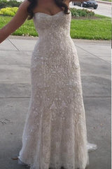 Monique Lhuillier 'Gweneth' size 8 used wedding dress front view on bride