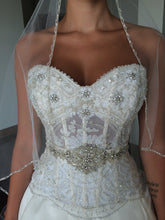 Load image into Gallery viewer, Eve of Milady '1456' size 4 used wedding dress front view close up