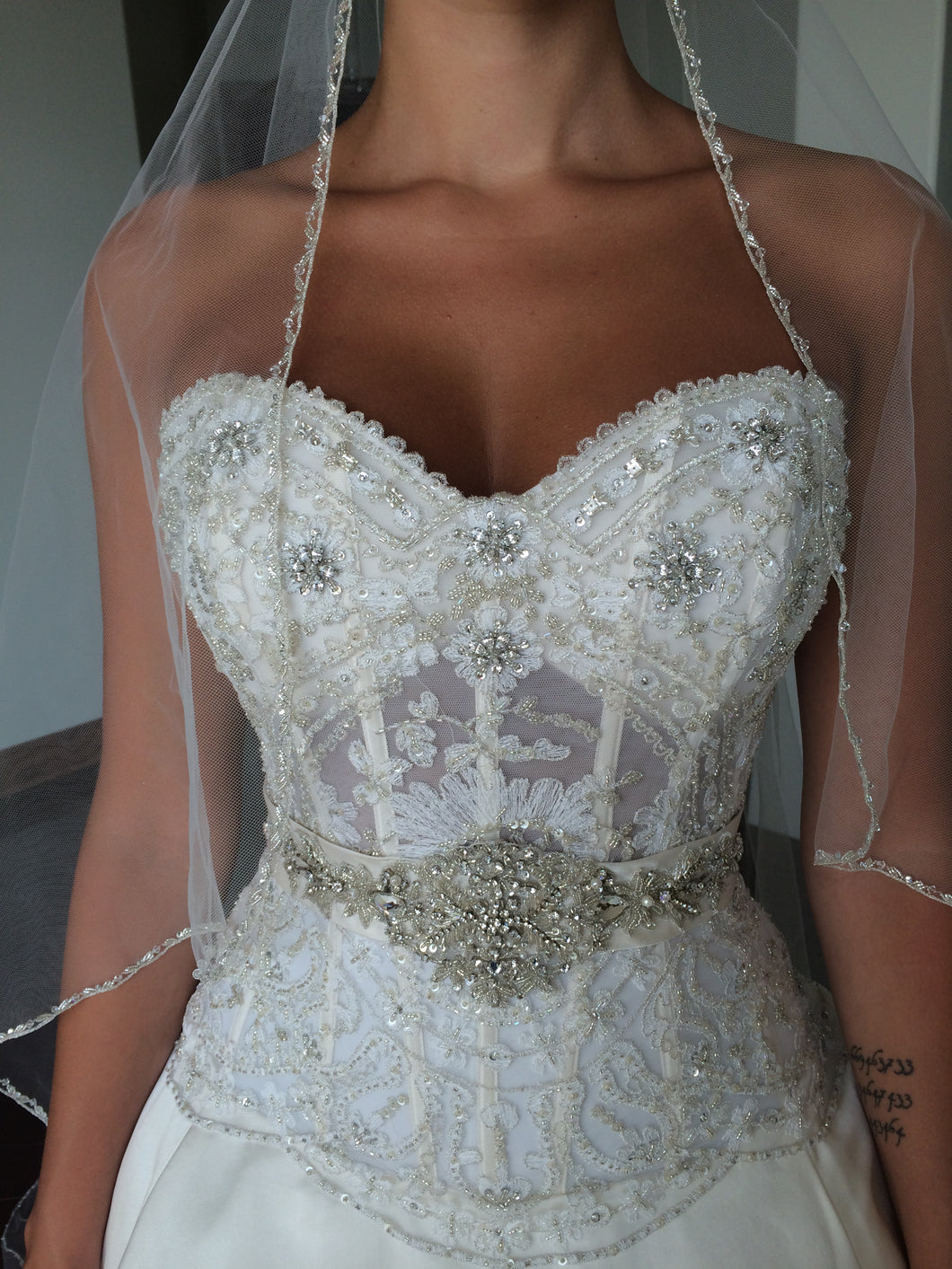 Eve of Milady '1456' size 4 used wedding dress front view close up