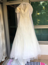 Load image into Gallery viewer, Stella York '6347' size 4 new wedding dress front view on hanger
