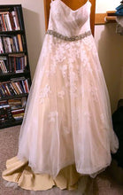 Load image into Gallery viewer, Da Vinci '50231' size 12 used wedding dress front view on hanger