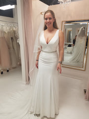 Allure Bridals '3101' size 10 new wedding dress front view on bride